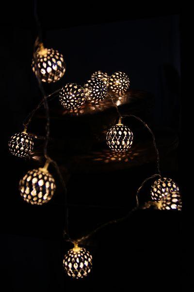 Decorative light chain.