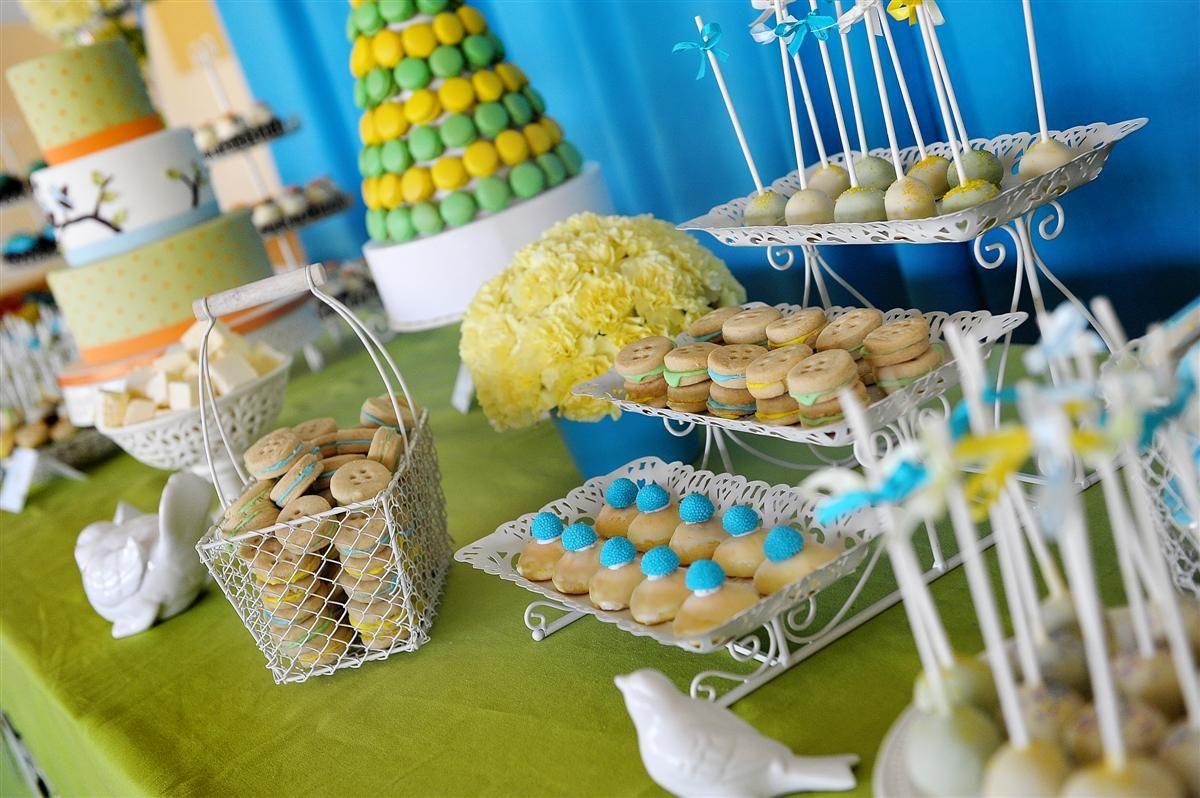mesa verde con Azul y amarillo