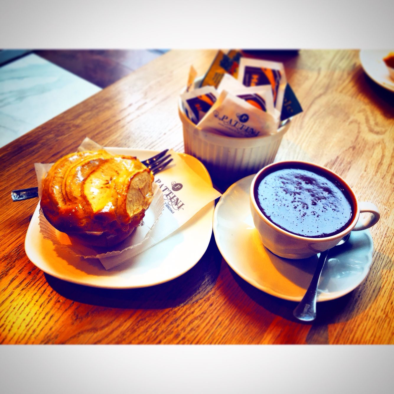 Today Nothing Diet ☕️ #Pattini #CorsoBuenosAires #muffin #apple #sugar #hot_chocolate #love #photo #iphone6 #followme #followers #good #eat #relax #diet #off #socialnetwork #pinterest #tumblr #twitter #instagram #facebook #swarm #foursquare #phonto #kiss