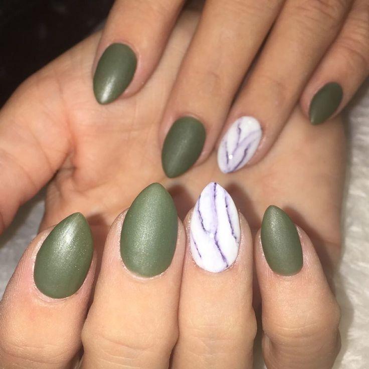 nagel groen #nails #nagel Mat groen met een glanzend marmeren accent # nagels # nagelsallday # mooie nagel... - Mat groen met een glanzend marmeren accent # nagels # nagelsallday # mooie nagels # nagels -