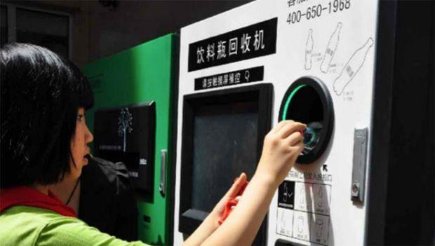 Na China uma máquina troca garrafas PET por bilhetes do metrô ou créditos no celular, conheça mais clicando na imagem.