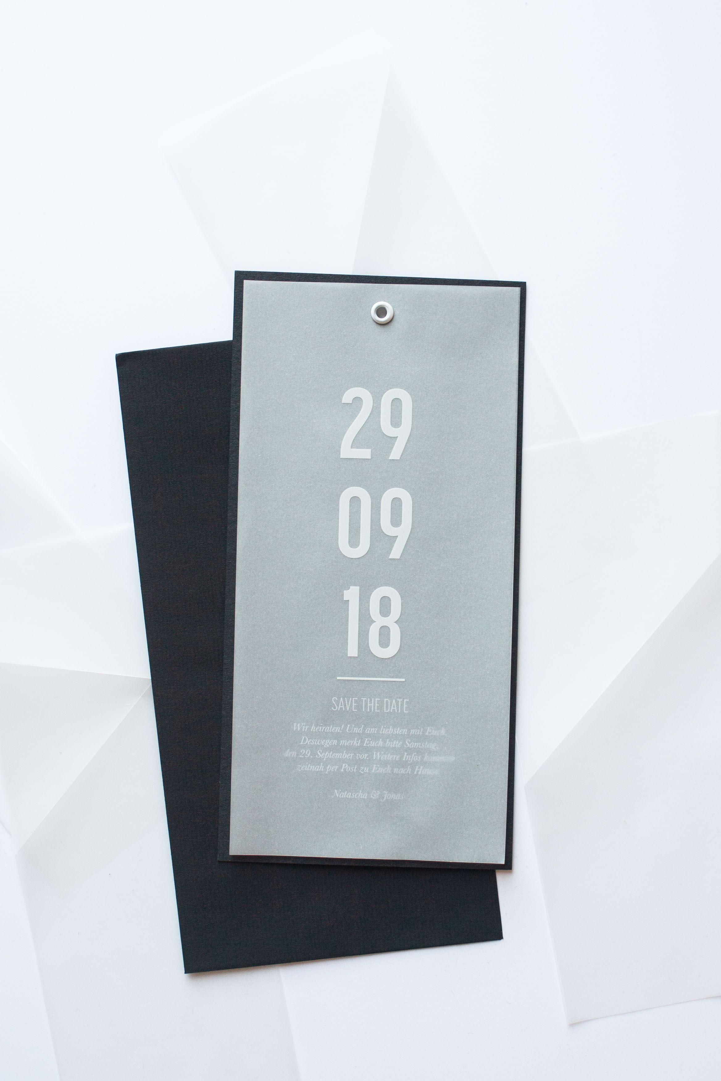 Photo of Enkel og moderne design med sporingspapir til bryllupet
