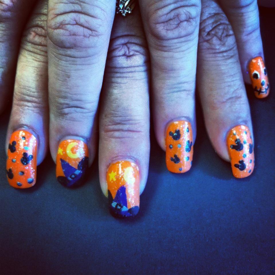 Haunted Disney Halloween nail art | Disney halloween nails ...