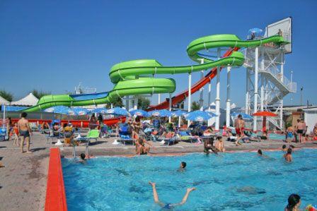 Beach Village Riccione... tanto divertimento in piscina