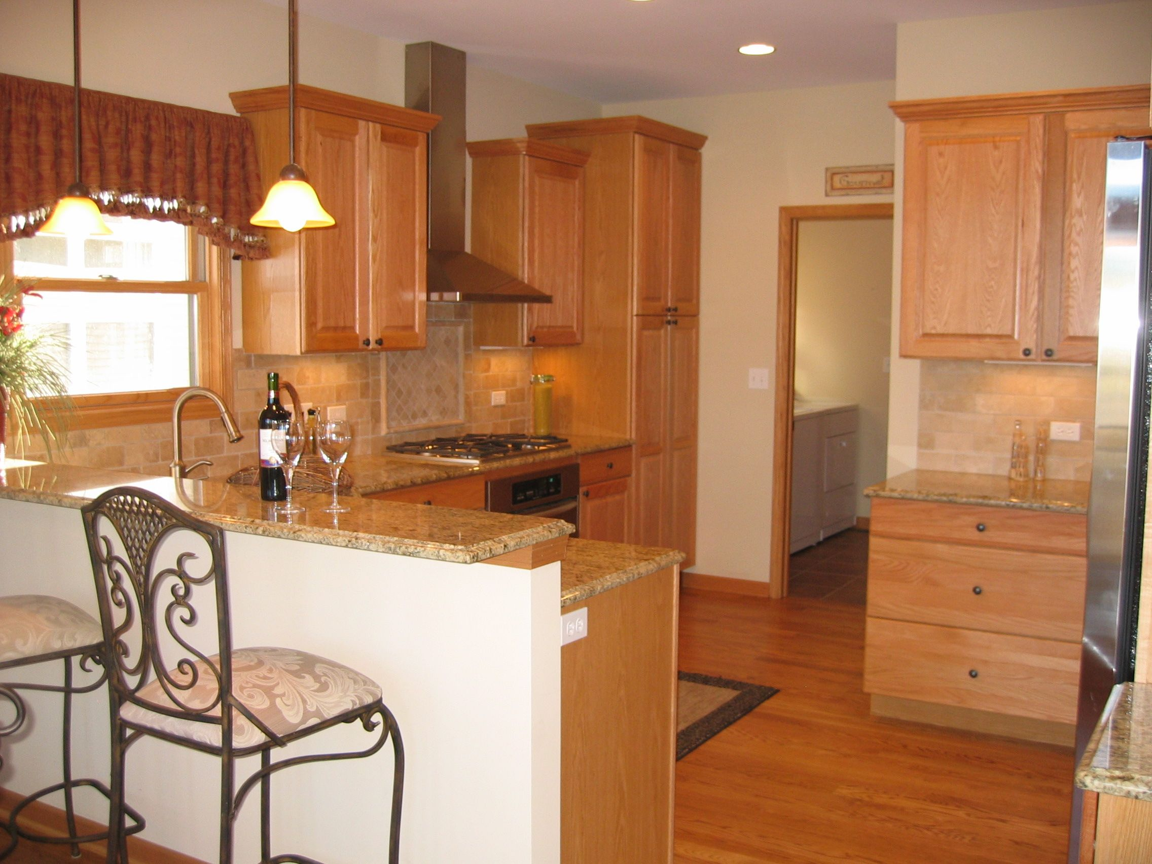 Kitchen. Oak with Granite tops. Stainless Steel