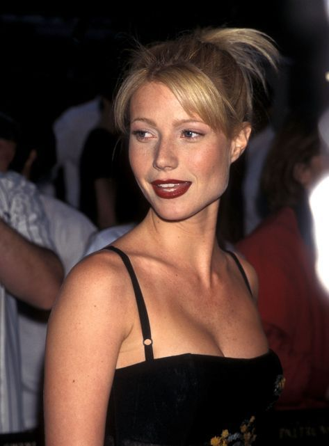Photo of The 90s beauty trends were all about a bold red lip and plenty of gloss. Here, W…