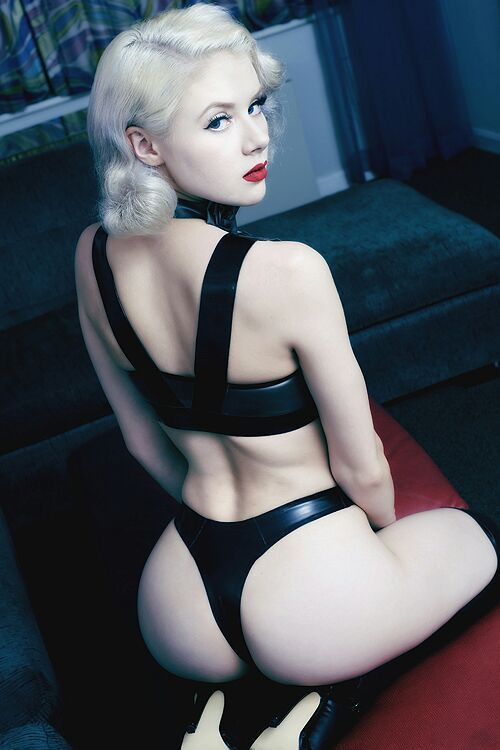 Mature skirt porn