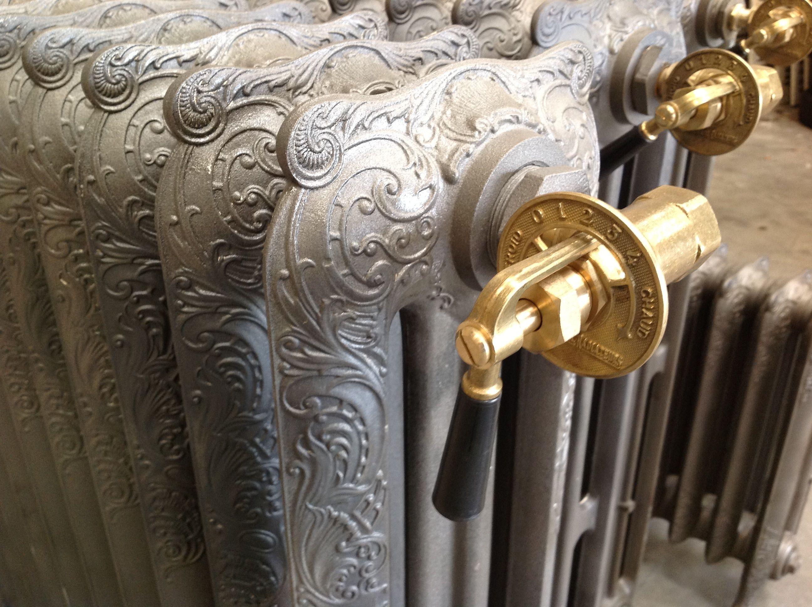 les radiateurs en fonte anciens a motifs recycl r nov aux normes actuelles in galable en. Black Bedroom Furniture Sets. Home Design Ideas