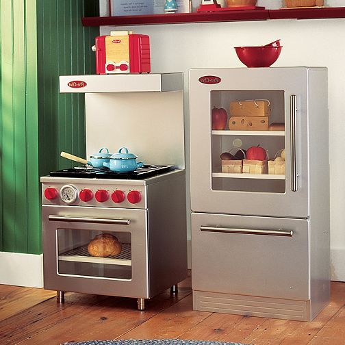 love the \'commercial\' style of this kitchen lol =) | CAMandARI ...