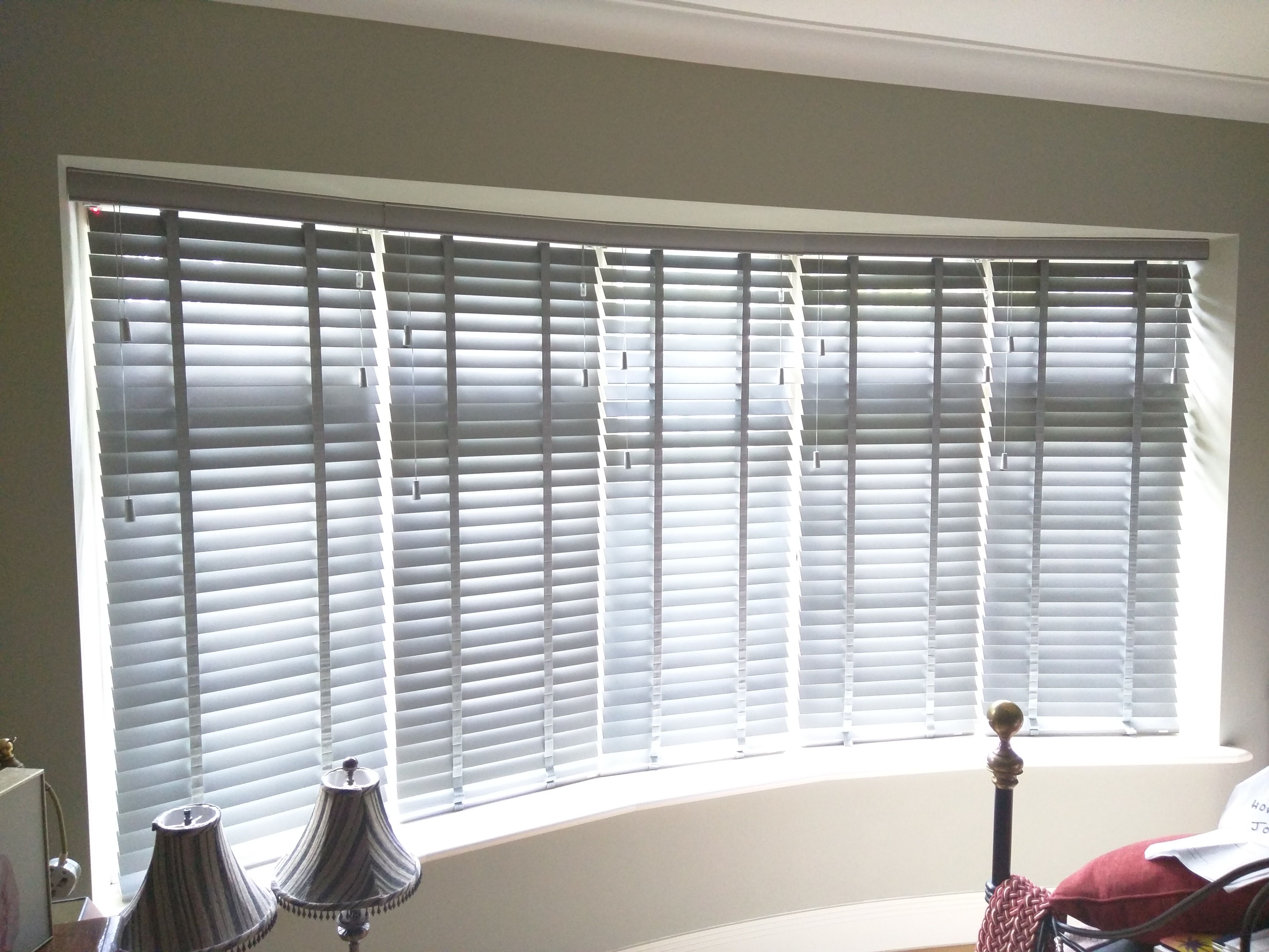 Pottery wood venetian blinds curved window enfield for Blinds for bay window