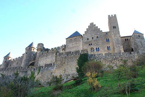 On 10 Nov 1209, Raymond-Roger Trencavel, Viscount of Carcassonne, died in his own prison at the Château Comptal, while in the custody of Crusade leader Simon de Montfort, following the surrender of Carcassonne in the early stages of the Albigensian Crusade against the Cathars of the Languedoc.   At the time his death was generally recognised as murder. See http://www.cathar.info/120513_trencavel.htm for details