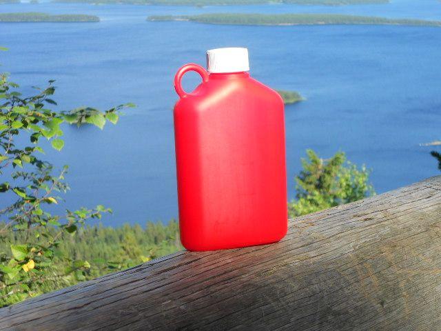 Nostalgiaa ja Suomen kaunista luontoa. vajaa 40 vuotta sitten käytin samanlaista pulloa kerhossa. Nyt se on mukanani retkillä aikuisena. Plastex yhteistyössä blogini kanssa.  somanyinspiration.blogspot.fi