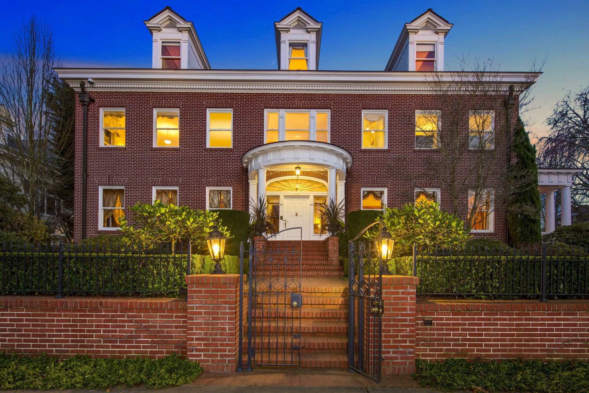 Historic Eckstein Estate On Capitol Hill Yours For 7 5m In 2020 Mansions Mansions For Sale Old Houses
