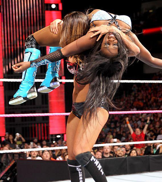 Nikki Bella e Alicia Fox contro Naomi e Sasha Banks Wwe-2682