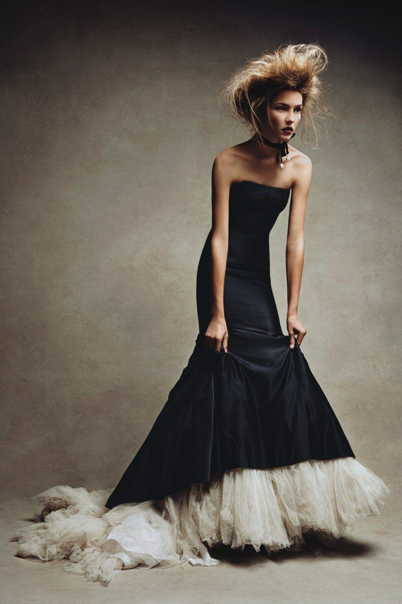 Mcqueen 2005 Photo By Patrick Demarchelier 1280 X 1920 Michaeloxoxo Jonxoxoxo Emmaruthxoxo Emmammerrick Mak Beautiful Dresses Fashion Pretty Dresses [ 1920 x 1280 Pixel ]