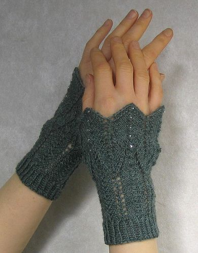 Ravelry: Madrid pattern by Alexandra Brinck | Knit Fingerless Gloves ...