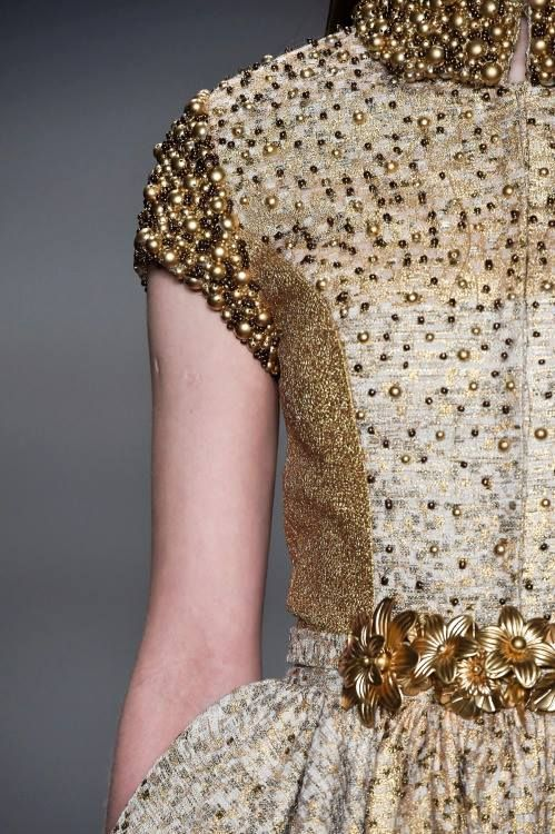 gold.quenalbertini: Dress detail | Ana-Colour Maven