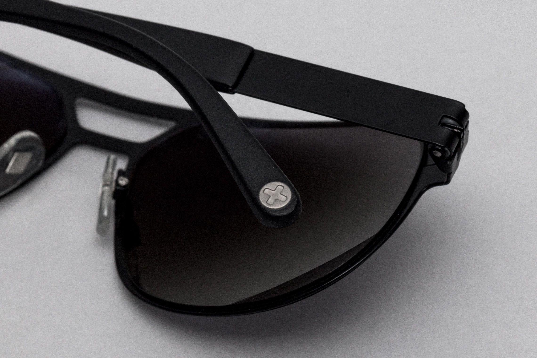 Brand Identity Close-Up Brille Schweizer Designerbrillen-Label looks ...