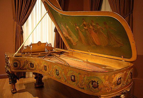 The Fibonacci Piano The Luxonomist Piano De Cola Sala De Piano Piano