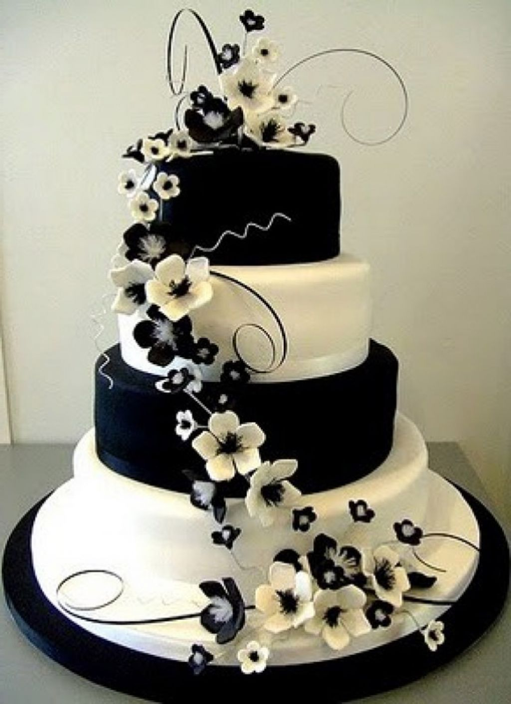 I like the black and white pattern on the layers  but I would do     I like the black and white pattern on the layers  but I would do dark  purple flowers going up the side of the cake