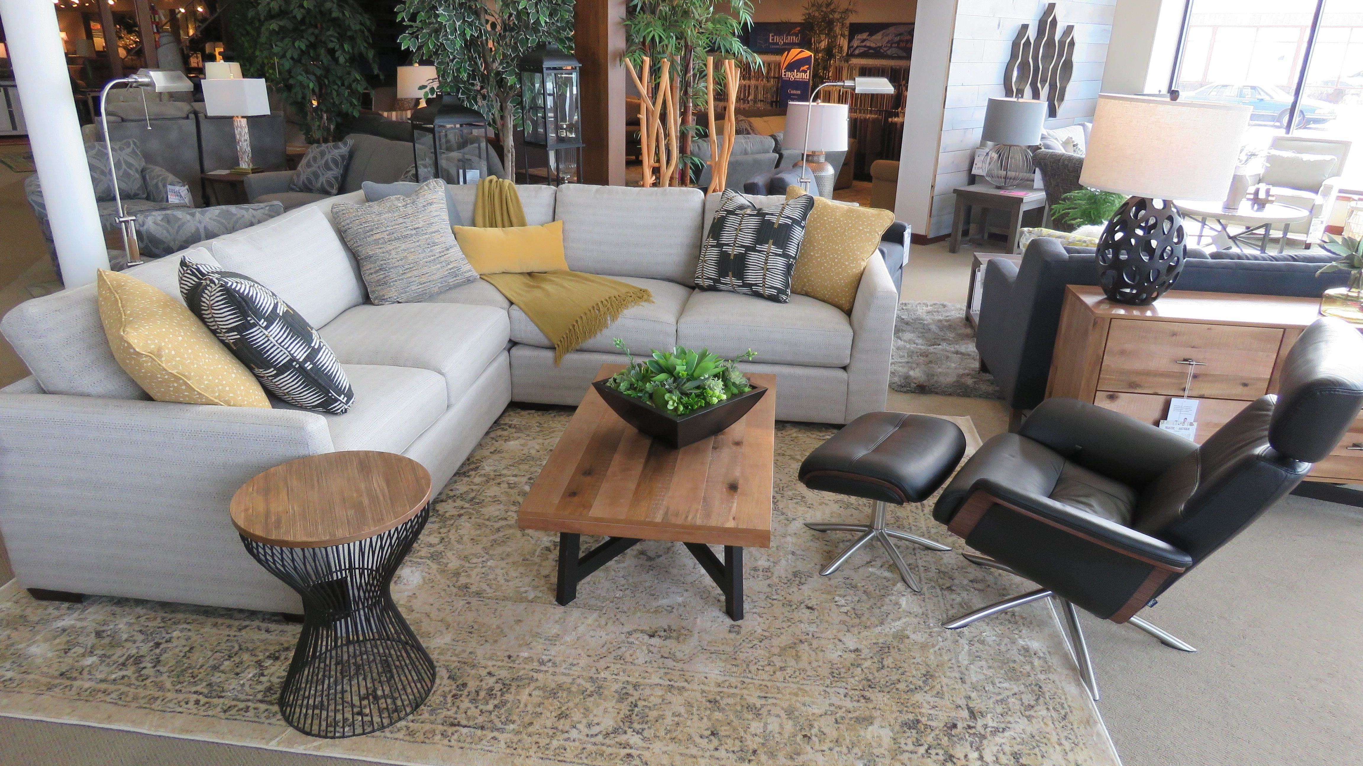 This Casual Modern Sectional Features Architectural Shaping And Low Deep Seating Desi Living Room Furniture Store Craftmaster Furniture Living Room Furniture
