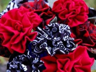 How to make quick fabric flowers.  Love this!   I will use it in some of my sewing projects.