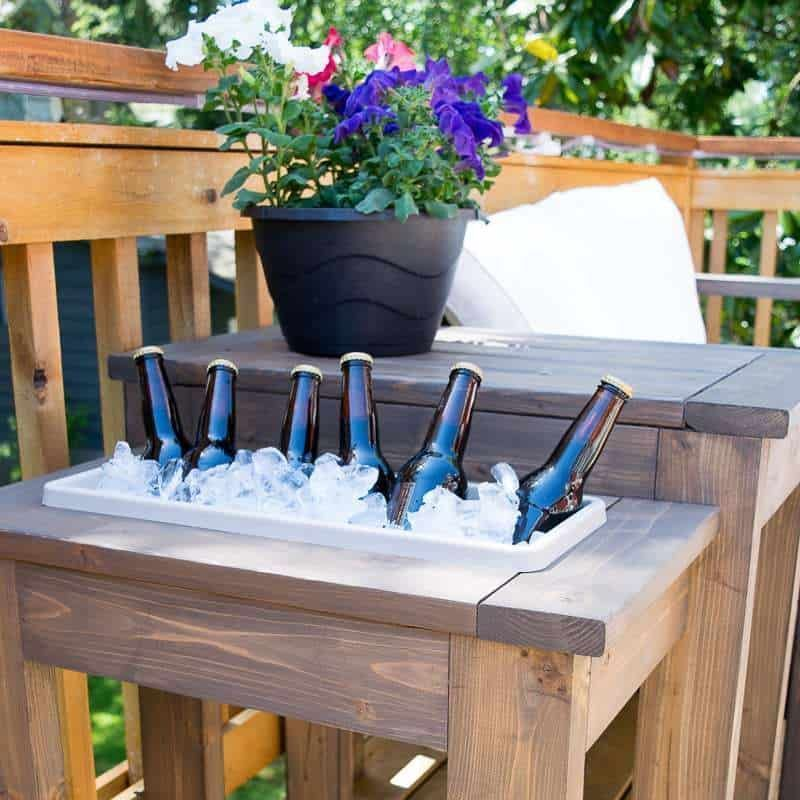 Build the perfect outdoor end table! Switch out the planter for an ice bucket. Perfect for parties! Get the free woodworking plans at The Handyman's Daughter. #woodworkingplans #DIY #Loveseat #Outdoor #sofa #woodworking art #woodworking crafts #woodworking ideas #woodworking materials #woodworking projects
