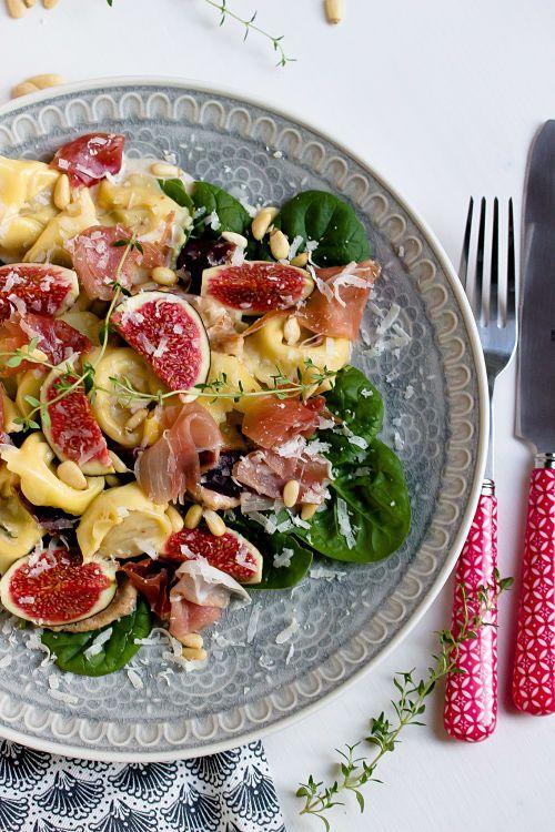 Photo of Tortellini in Feigensauce mit Prosciutto,Grana Padano und Pinienkernen
