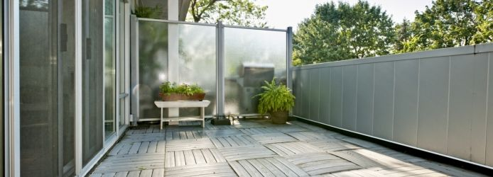 schritt f r schritt zum balkon windschutz aus plexiglas winter balcony pinterest balkon. Black Bedroom Furniture Sets. Home Design Ideas