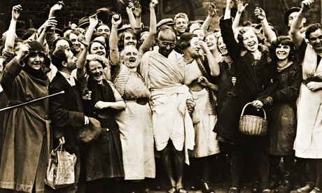 Mahatma Gandhi With His British Fans At, What Happened In Second Round Table Conference