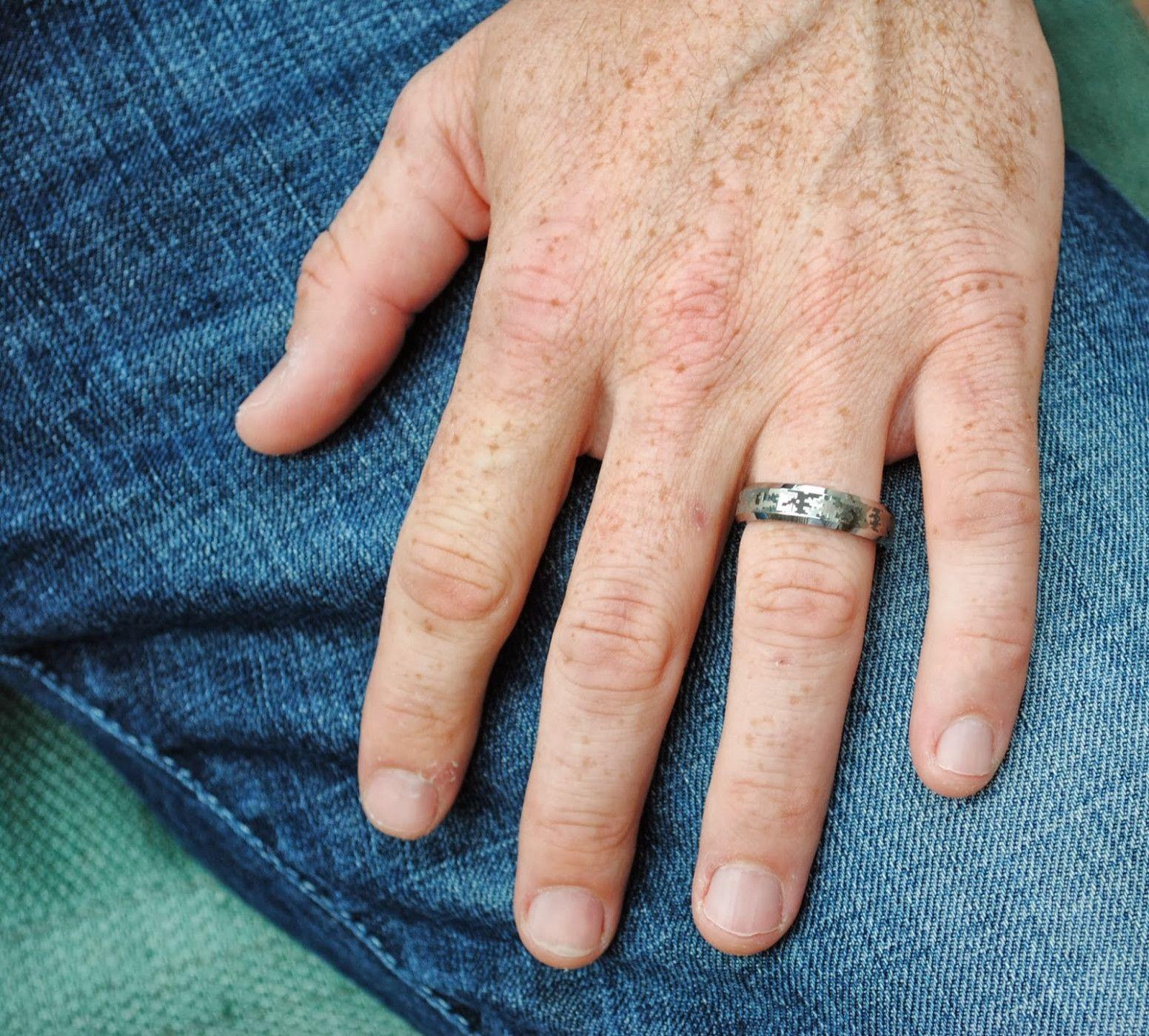 Male Wedding Rings On Hand Wedding Ring Hand Camo Wedding Rings