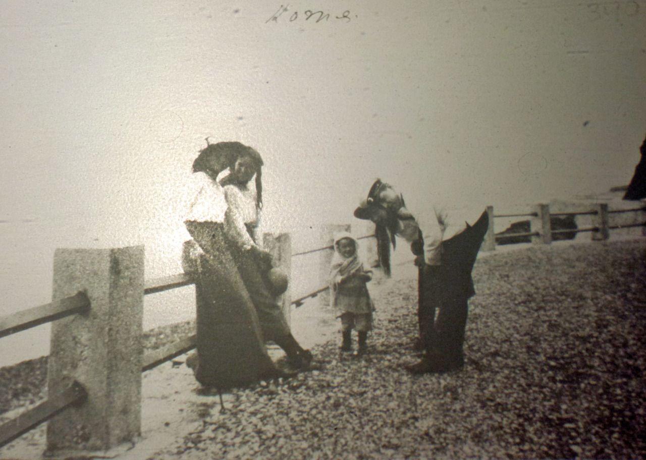 Crimea, 1914 Olga Nikolaevna, Maria Nikolaevna and Anastasia Nikolaevna with an officer and a small child
