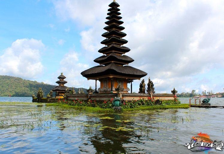 Photos du magnifique temple Ulun Danu : http://www.iletaitunefaim.com/le-temple-ulun-danu-bali/ #Bali #temple