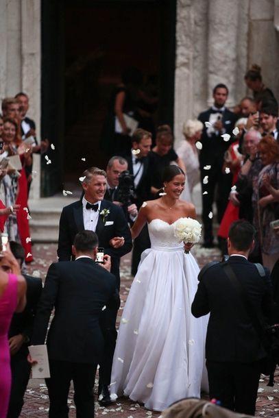 Bastian Schweinsteiger Ana Ivanovic Eskuvo Sztareskuvo Simple Wedding Gowns Wedding Gowns Vintage Celebrity Wedding Photos