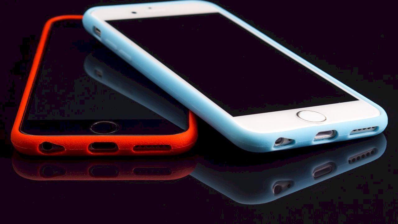 ما هي سلبيات الهاتف In 2020 Phone Iphone Mobile Phone