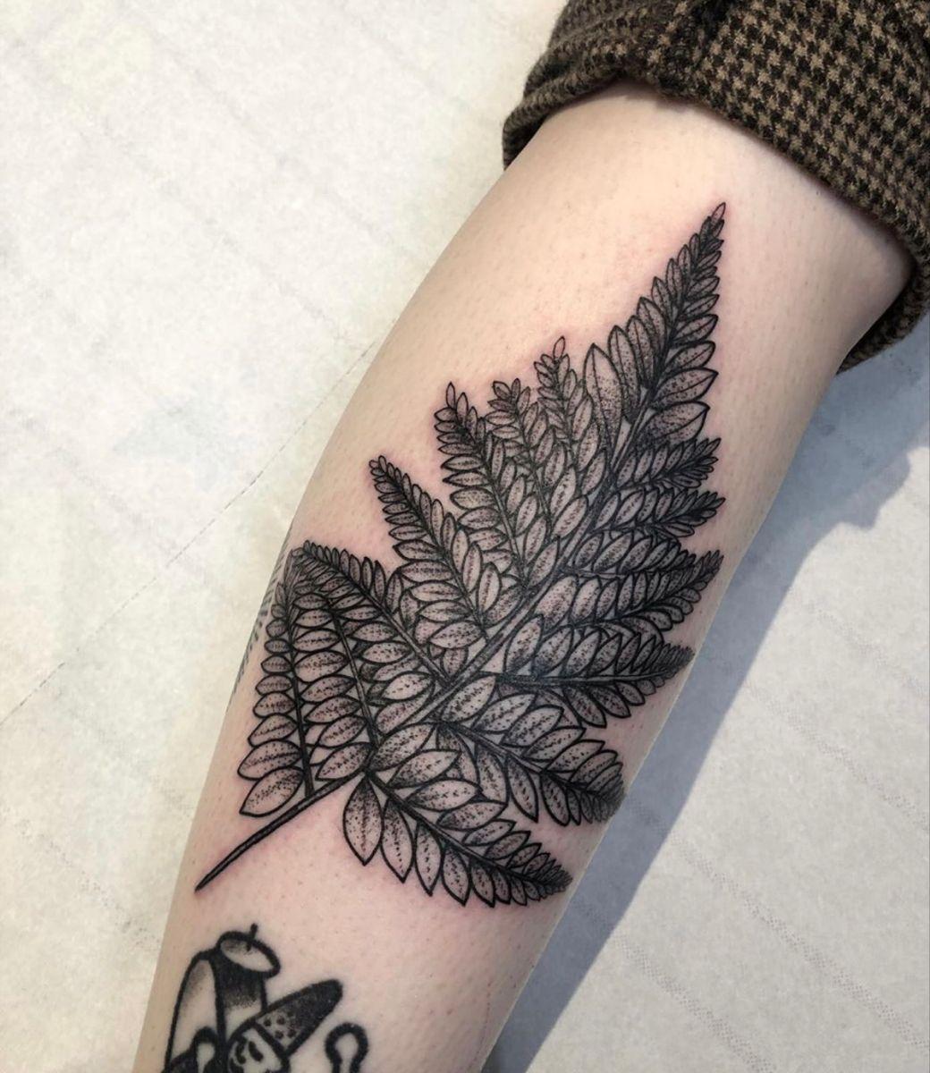 #leaftattoo #naturetattoo #armtattoo #armtattoodesigns #armtattooideas #londontattoo #tattoosleeve #tattooideas #tattooartist #tattooart #blackwork #blackworktattoo #blackworkerssubmission #blackworknow