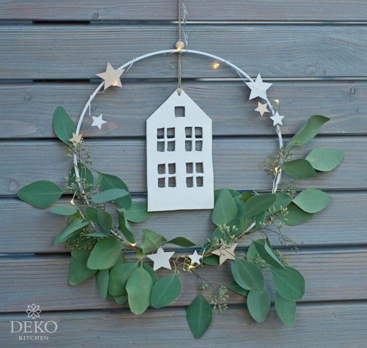 DIY: Weihnachtsdekoration für die Wand mit Metallringen Deko-Küche #diychristmasdecor