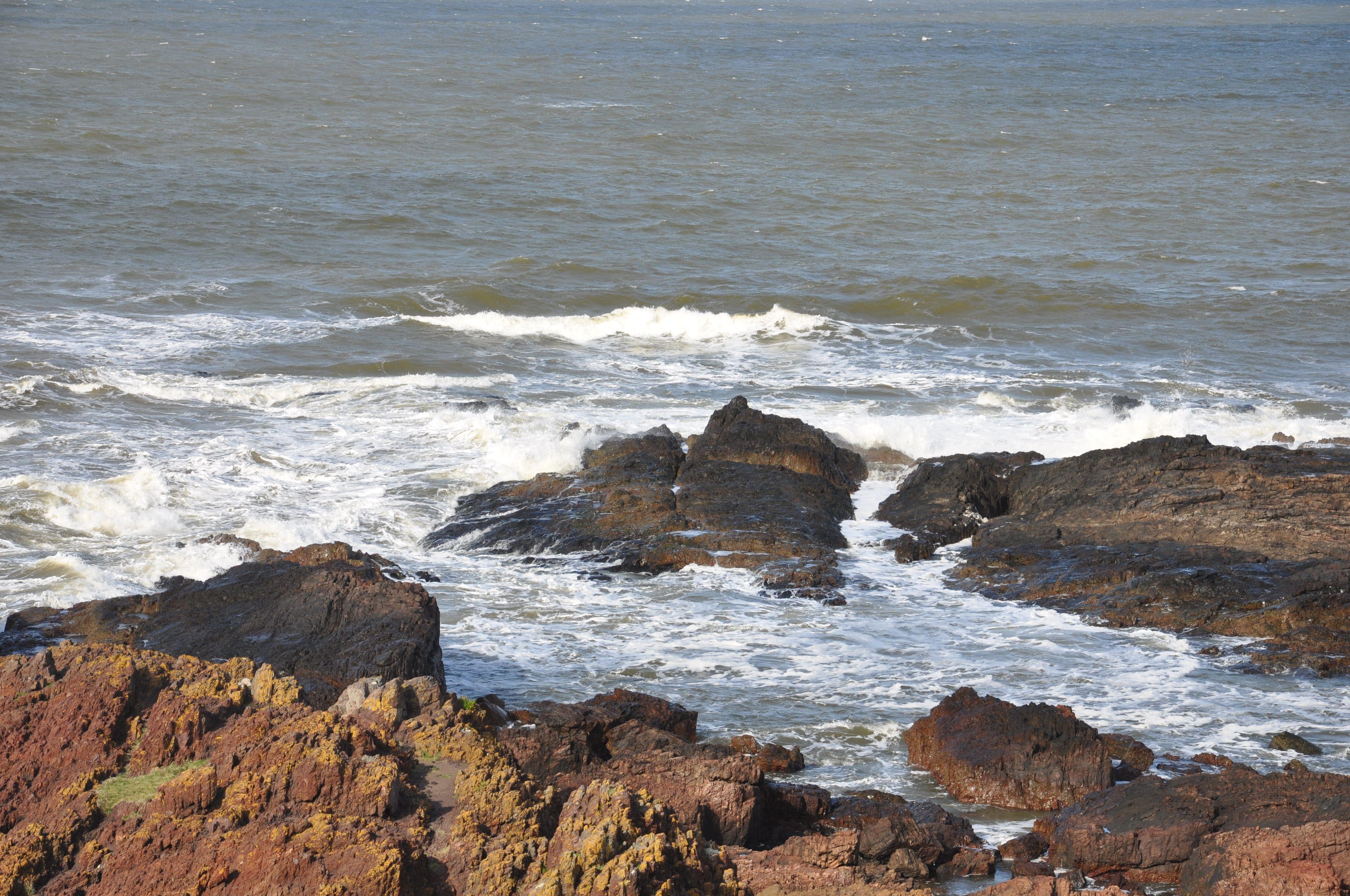 La Playita De Los Ingleses Y Sus Piscinas Entre Rocas Paisaje Marino Playa Piscinas