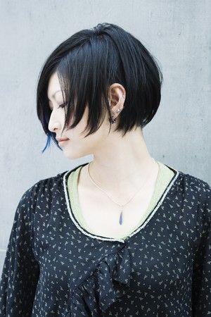 HAIR黒髪にメッシュをプラス。美しくモードなツーブロック