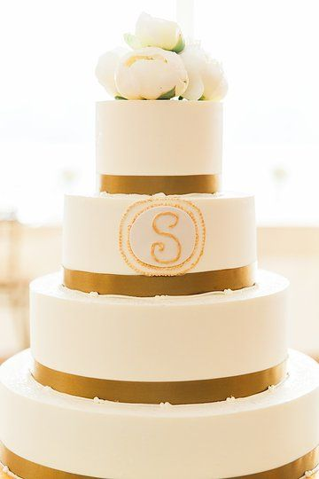 May 2014 Wedding at Pinecroft Mansion in Cincinnati, OH. Photo Provided By Lane Baldwin Photography Cake done By A Spoon Fulla Sugar