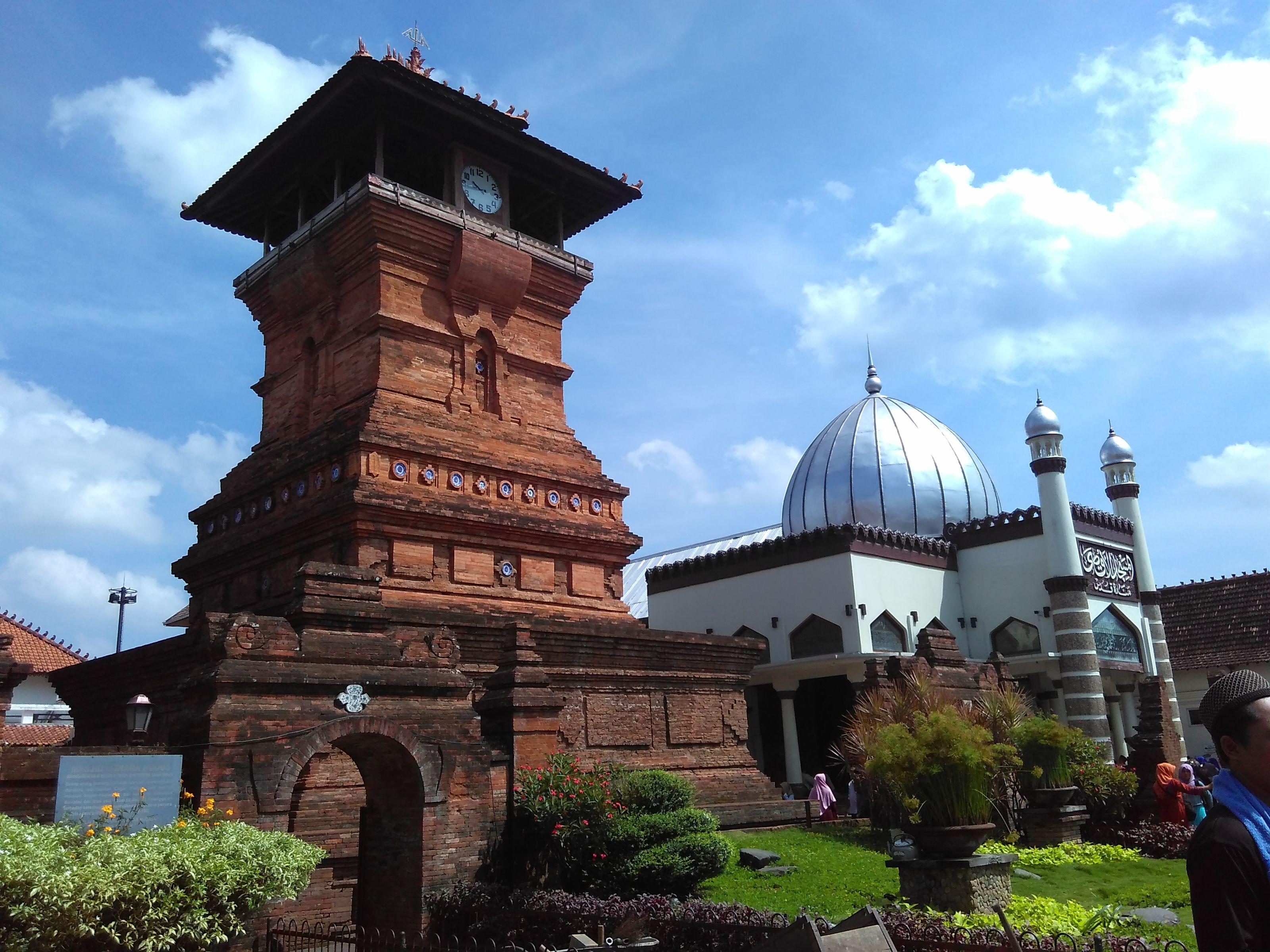 Masjid Al Aqsha Menara Kudus Di 2020 Arsitektur Kota Pedesaan