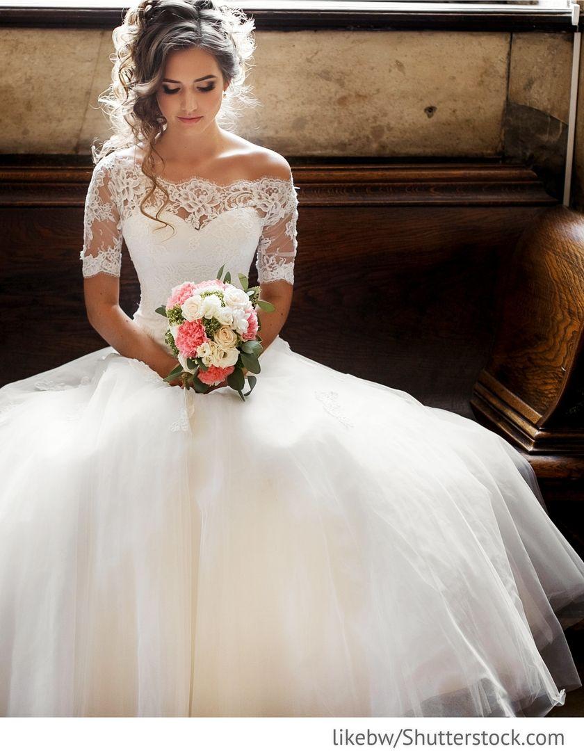 Braut im eleganten Hochzeitskleid für die Hochzeit | Frisur Ideen ...