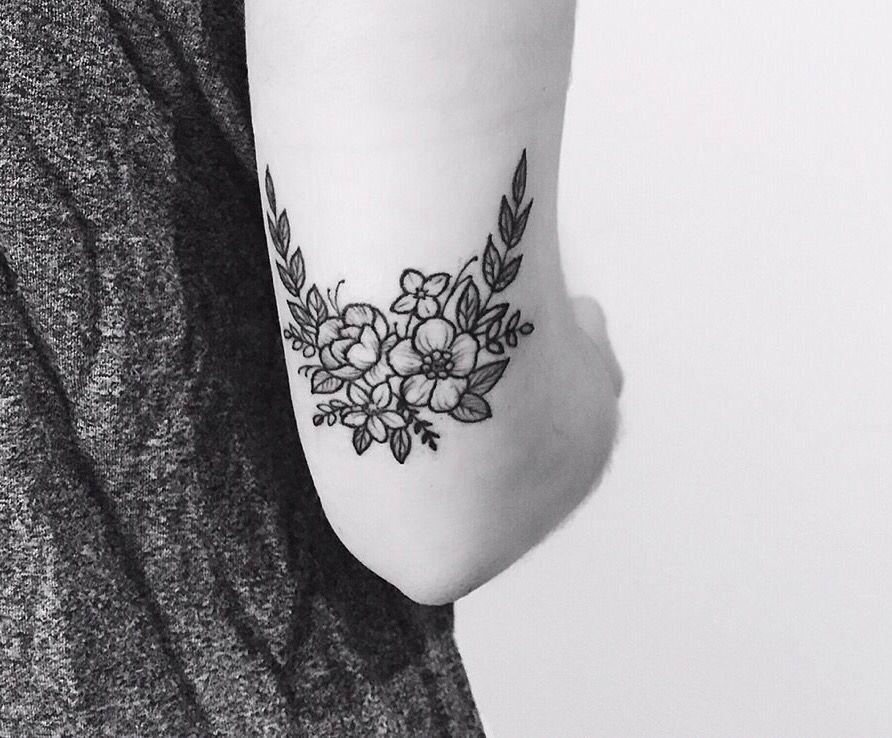 Coude Fleurs Tattoo Tatouage Tatouage Fleur Et Tatouage Floral