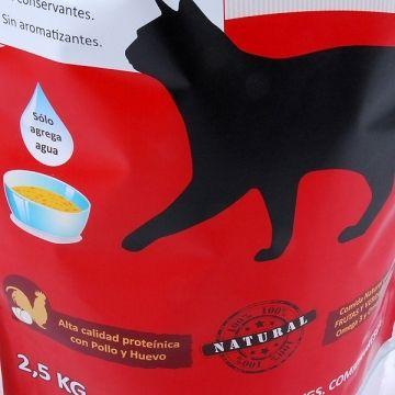 Alimento para gatos de pollo y bacalao