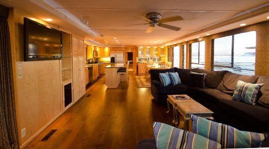 Beautiful Sumerset Houseboats