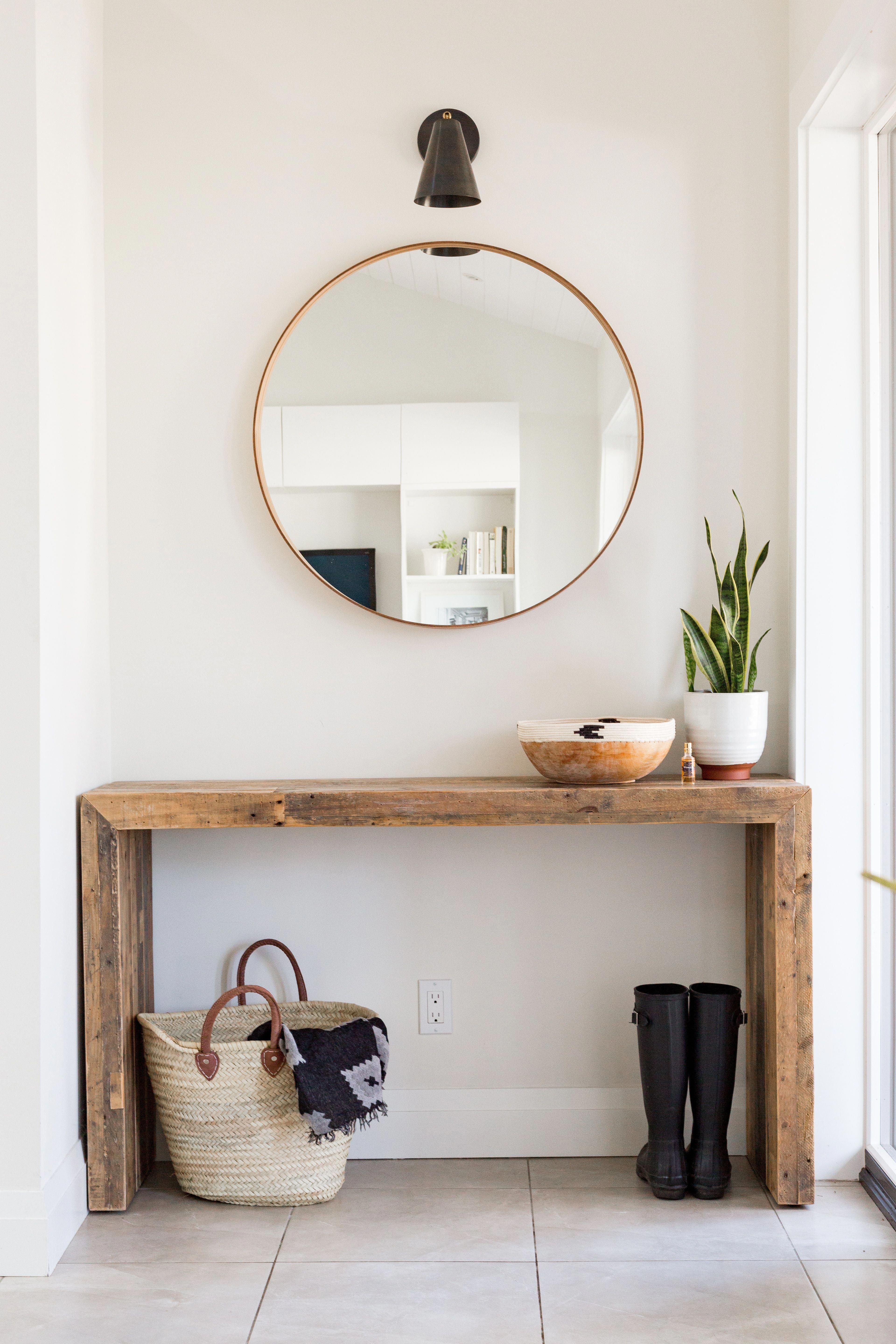 Rustic Meets Modern Front Entrance Design With Console Table And Round Mirror Modernhomedecorinteri Home Decor Inspiration Entrance Decor Front Entrance Decor