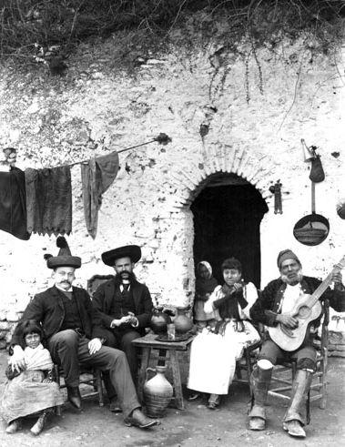 Le flamenco de l'ancien temps...retour aux sources. videos d'archives.. 8d8dfb3cd0e94a3fde8f976129a682b2