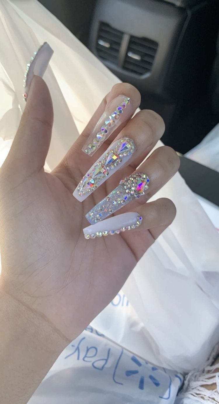 Bling Nails Extra Long White Coffin Nails With Rhinestones With Images Fall Acrylic Nails Bling Acrylic Nails Bling Nails