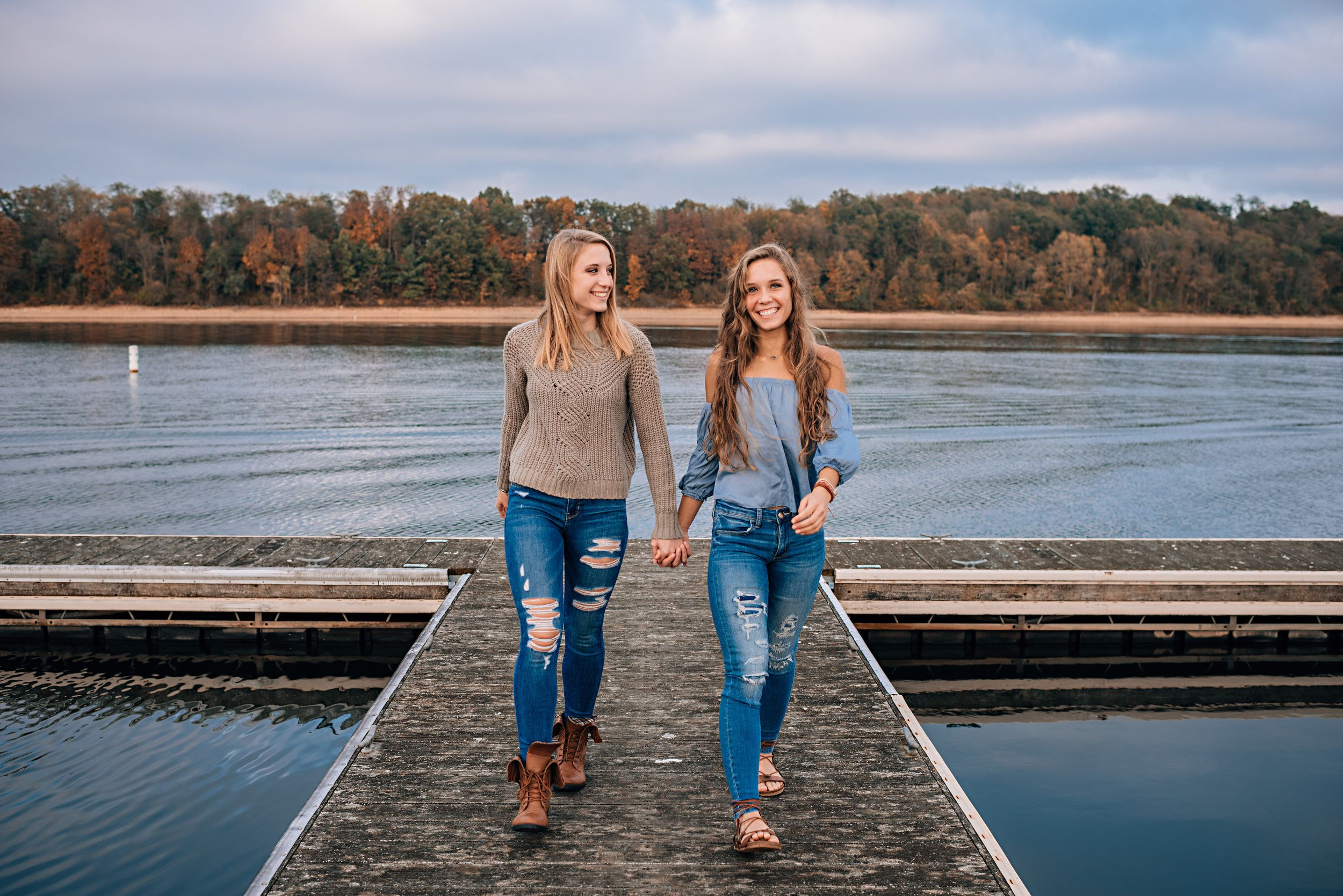 Allie And Sam Z South Carroll Class Of 2018 Fall Senior Portraits Senior Portraits Sisters Photoshoot
