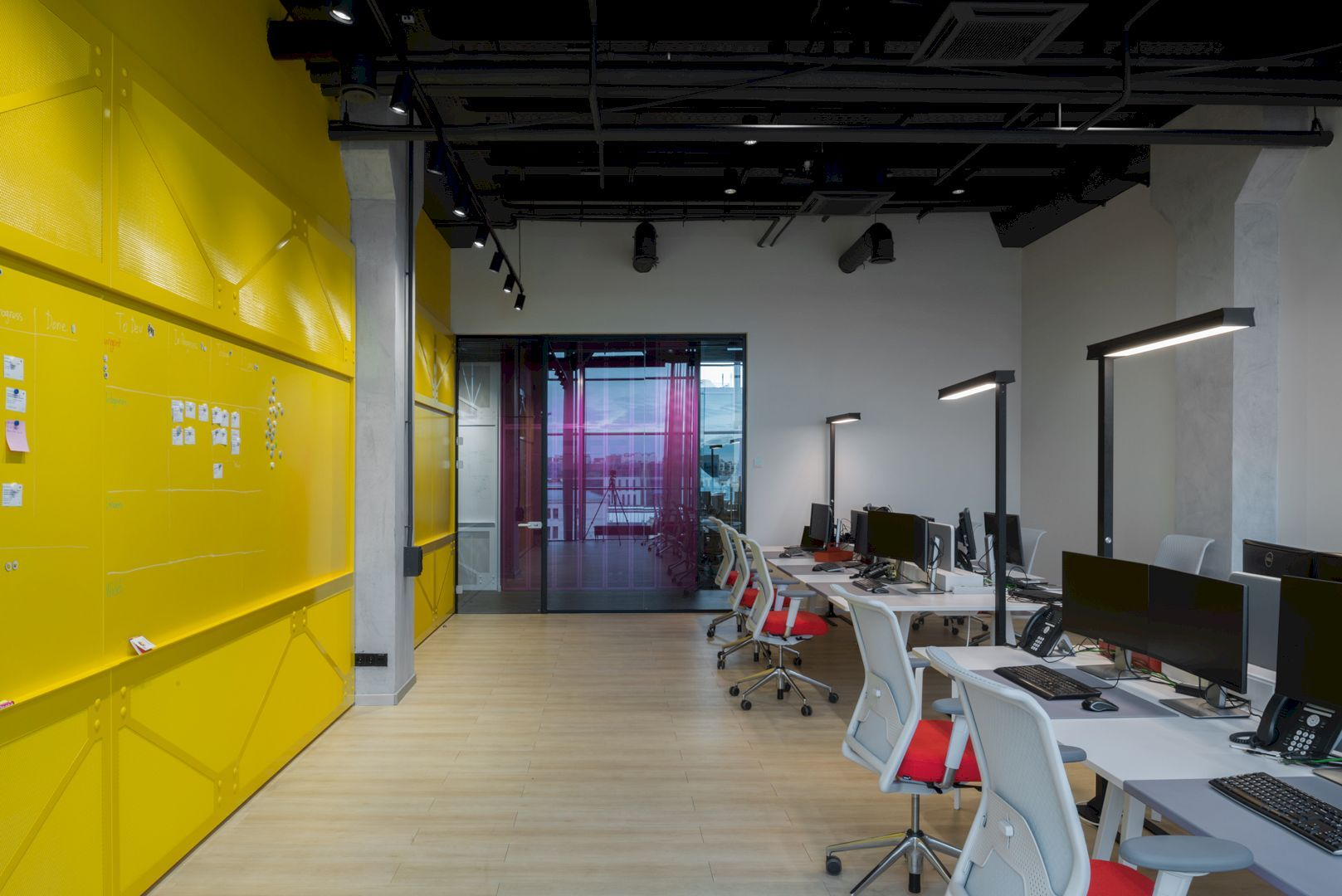 6+ Industrial Structure and High Ceilings for An Office